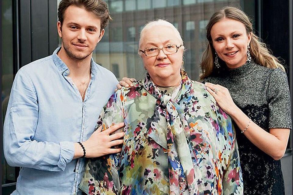 Актриса Екатерина Градова с дочкой Марией Мироновой и внуком Андреем. Фото: Инстаграм.