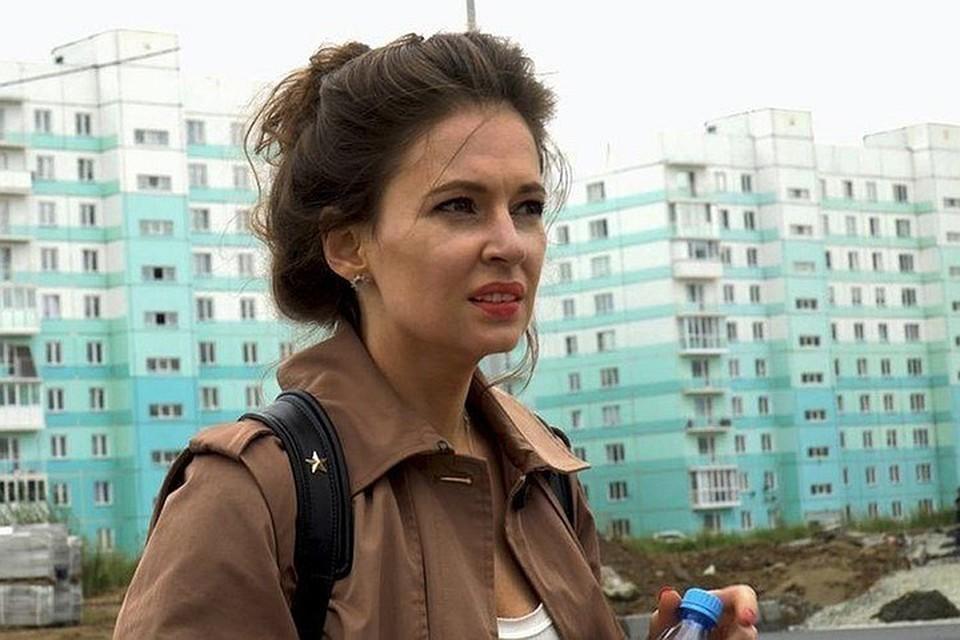 Если верить тому, что о загадочной спутнице Навального в его «последней гастроли» по Сибири до сих пор смогли раскопать журналисты, Мария Певчих живет в престижном районе Лондона c видом на Темзу.