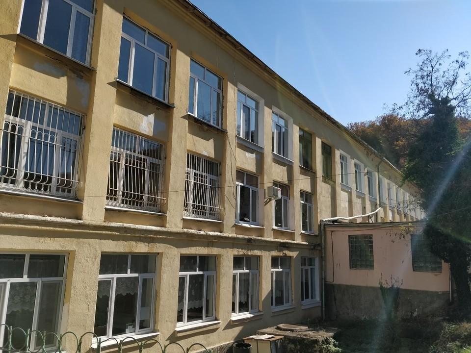 В Крыму 46 классов отправили учиться дома.