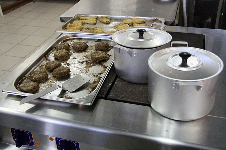 Ранее родители жаловались, что не все дети получают в школе мясные продукты