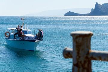 Положительные впечатления только от природы: Как эксперты оценивают курортный сезон 2020 в Крыму