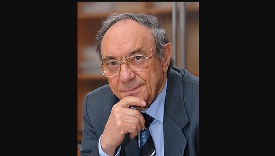Виктор Панин родился 10 ноября 1930 года в Семипалатинске.
