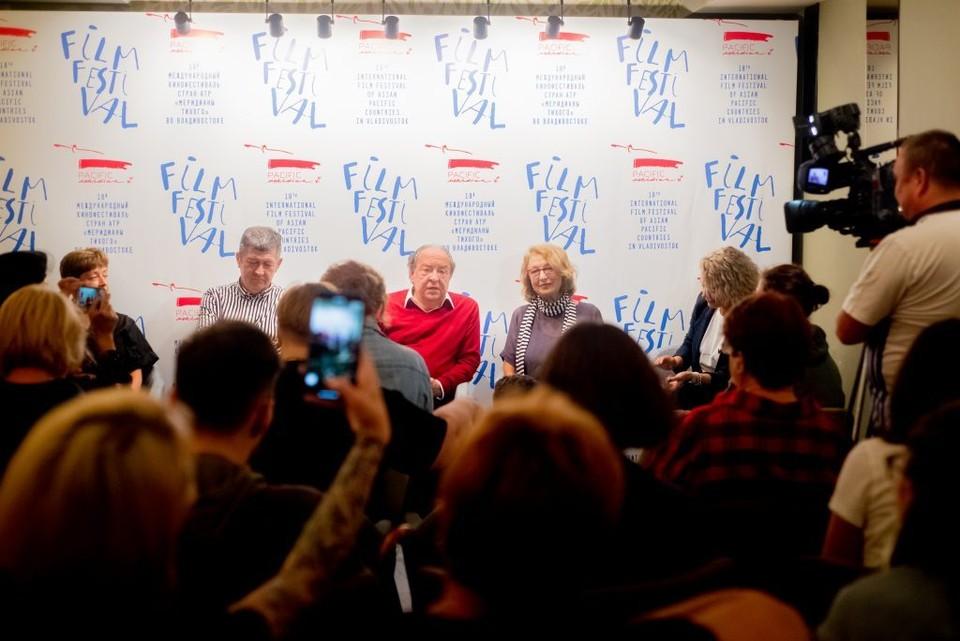 """Организаторы фестиваля """"Меридианы Тихого"""" на пресс-конференции. Фото: сайт фестиваля"""