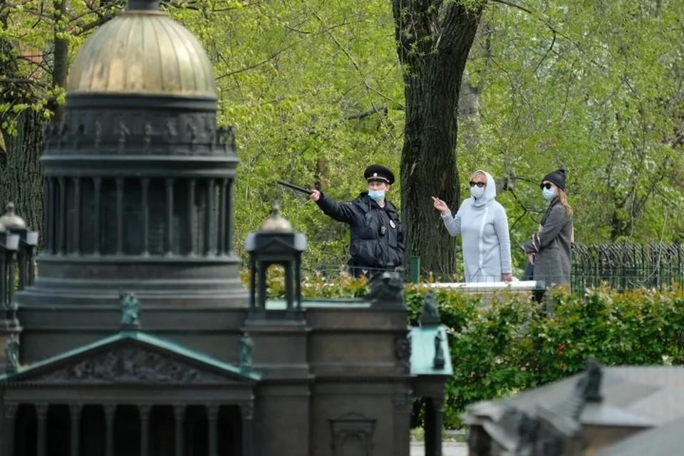 Стало известно, в каком случае власти вернут ограничения по коронавирусу в Санкт-Петербурге.