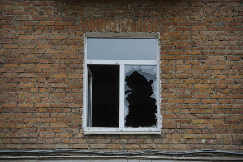 В обстоятельствах очередного падения из окна разбирается полиция.