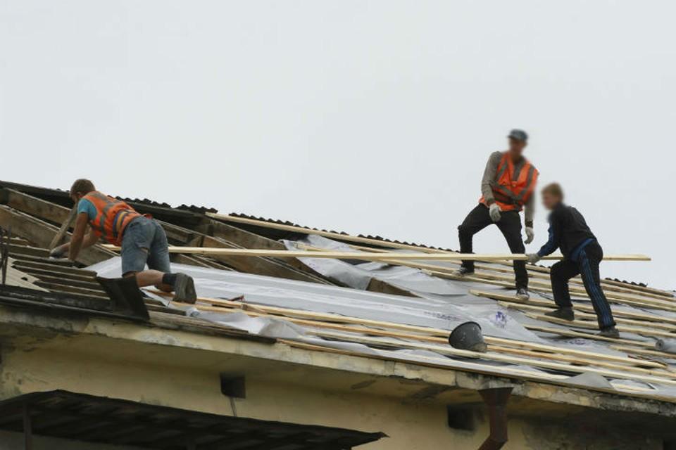 Крышу в доме пенсионера отремонтировали после вмешательства судебных приставов
