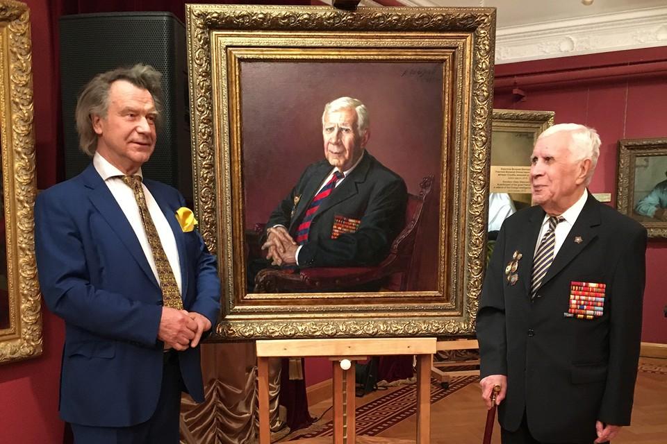 Александр Шилов (слева) и герой написанного им портрета Виталий Викторович Коротков.