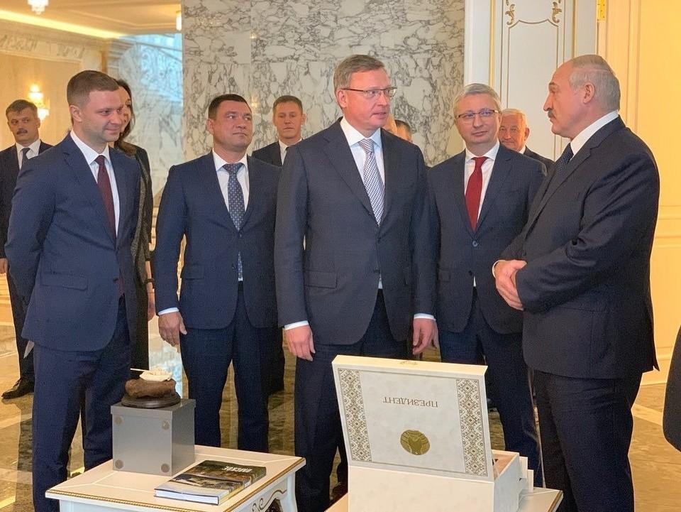 Александр Бурков во время визита в Беларусь. Фото: пресс-служба правительства Омской области