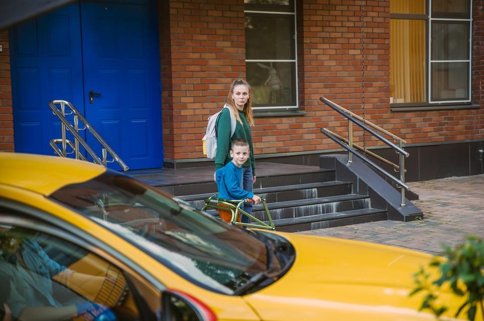 Подопечные фондов могут теперь без трудностей добраться к врачу, съездить на реабилитацию, обучение и по другим делам Фото: пресс-служба Яндекса