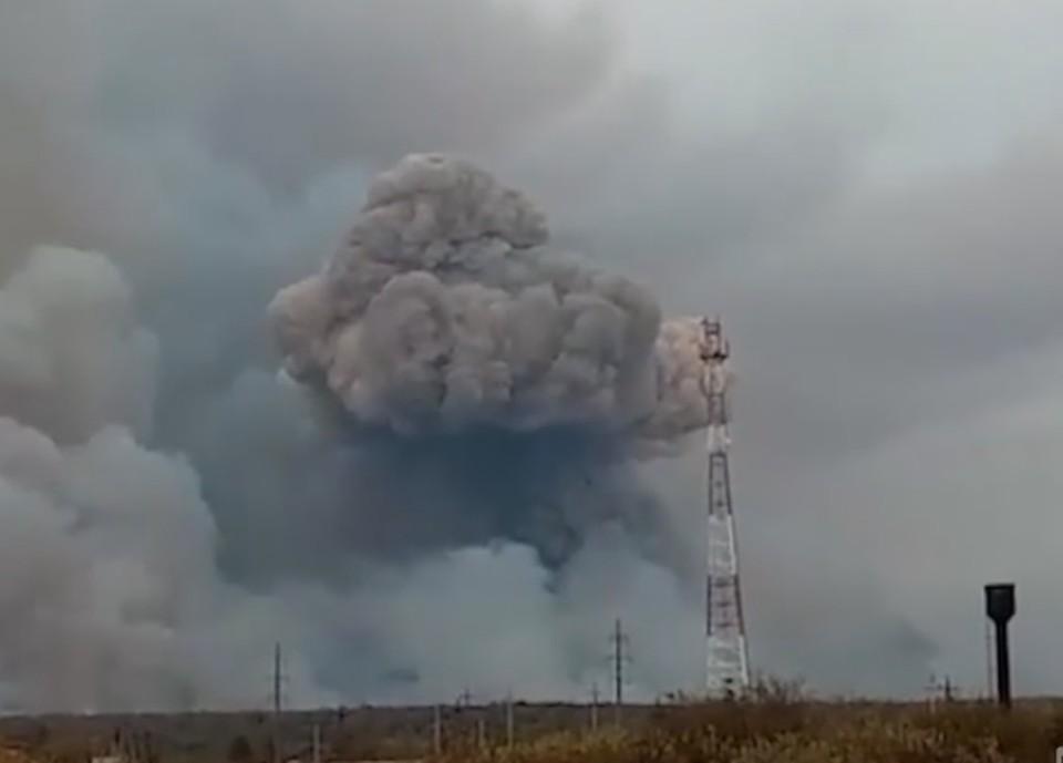 Минобороны: интенсивность взрывов на складе боеприпасов под Рязанью снижается. Фото: кадр из видео