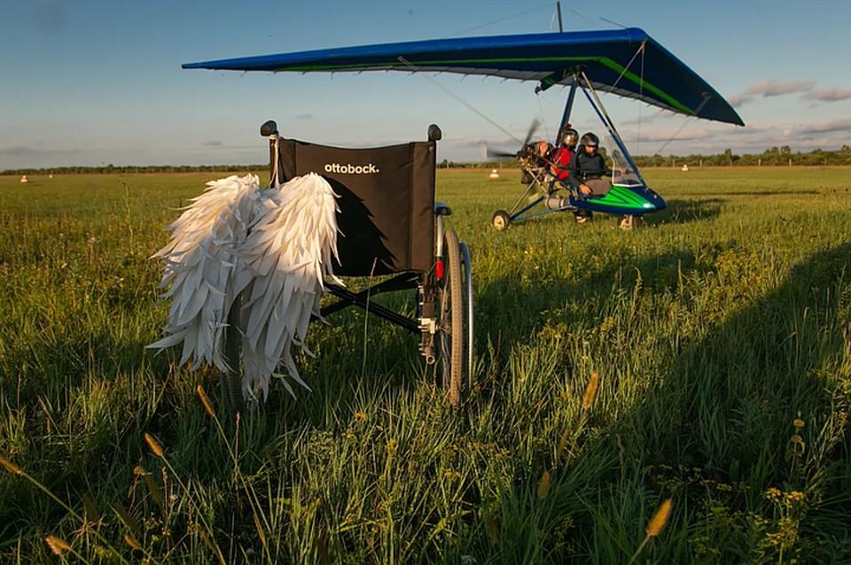 """Полет на дельталете - один из этапов программы """"Мне бы в небо"""" Фото: предоставлено Фондом «Подари любовь миру»."""