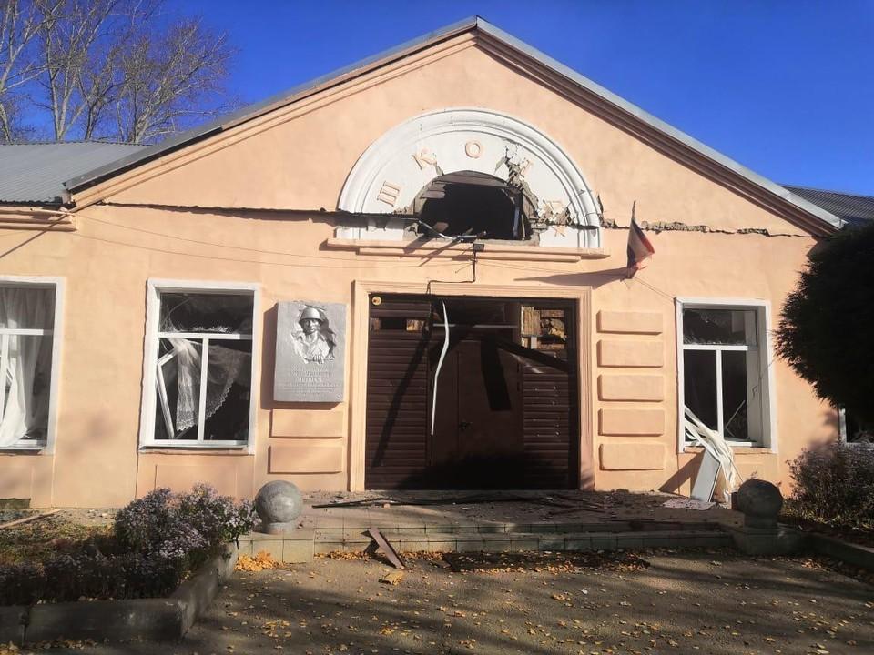 В Мало-Шелемишевской школе выбило окна и двери. Фото: предоставлено местными жителями.