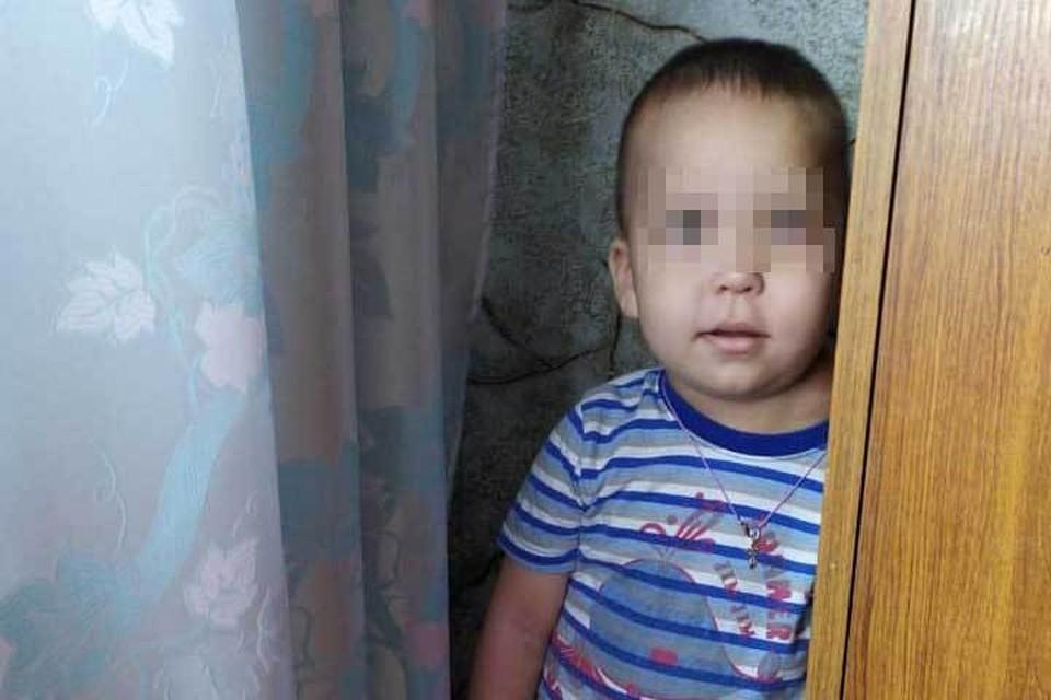 На лечение Толика нужно 200 тысяч рублей. Если вы хотите помочь, позвоните Регине по телефону 8(919) 616 60 26.