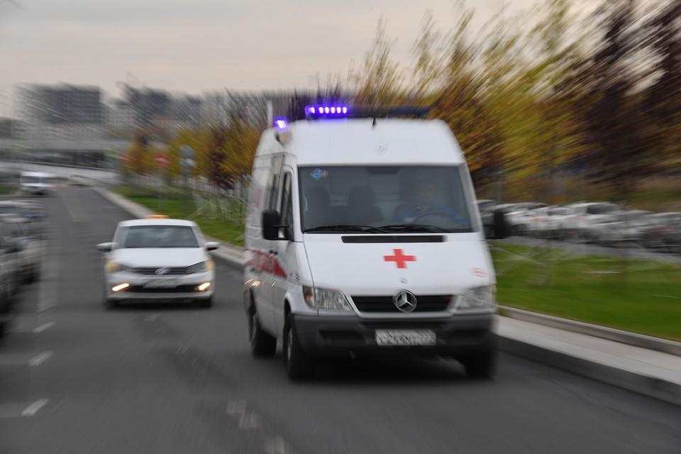 Скорая помощь экстренно доставила парня с эпилептическим припадком в больницу