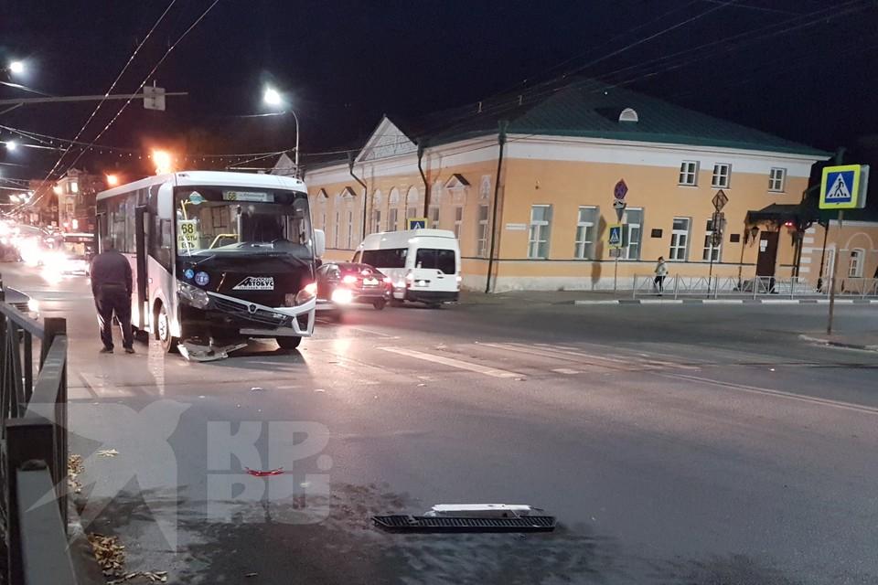 В центре Рязани автобус №68 попал в ДТП – пострадал ребенок.