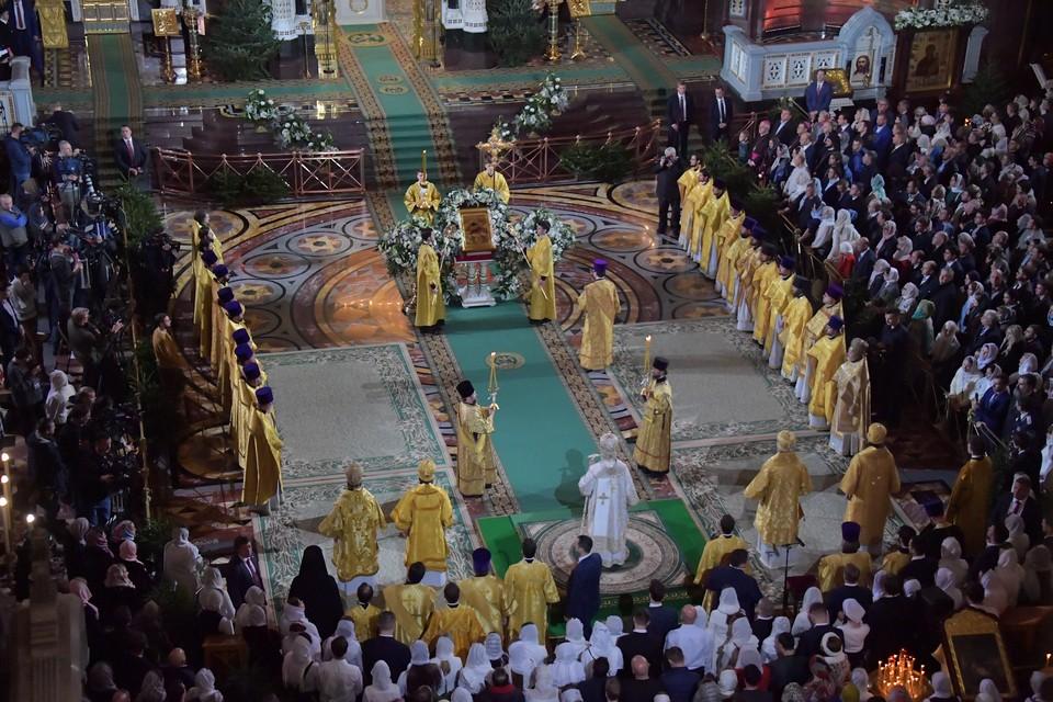 Верующих призвали соблюдать правила карантинных мер в храмах и церквях