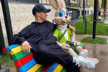 Хрусталев, голосину! Дневальный «Вечернего Урганта» озвучит Зайца в новых сериях «Ну, погоди!»