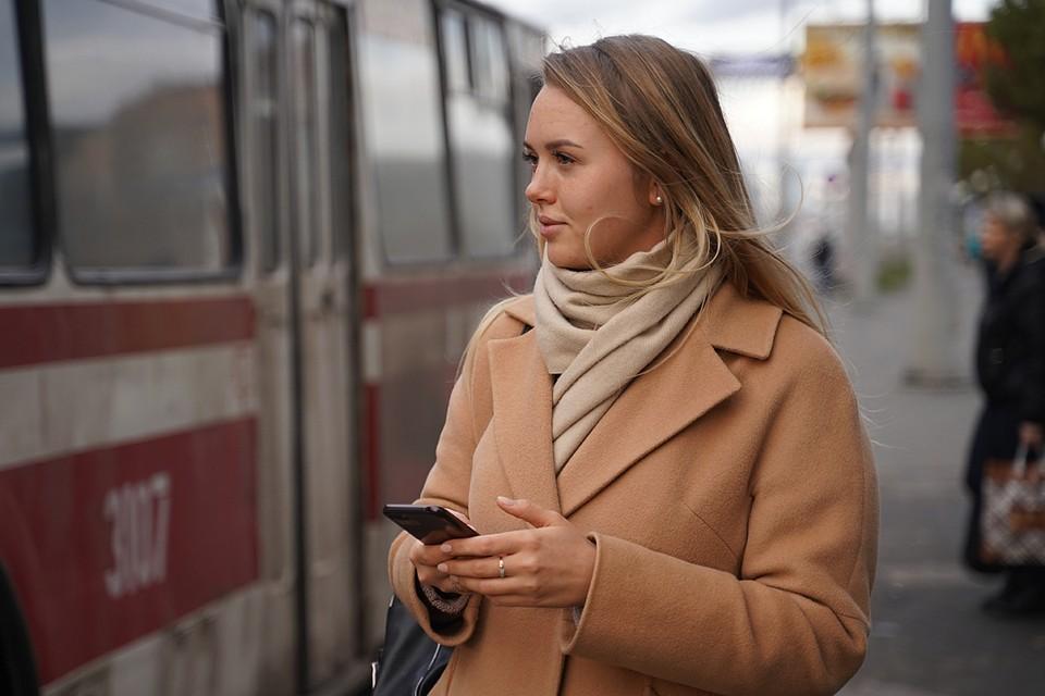 Вирус чрезвычайно устойчив и держится в течение 28 дней на гладких поверхностях, таких как стекло экранов мобильных телефонов