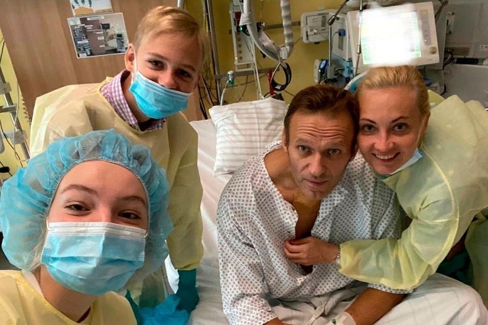 Маски при лечении Навального надевали явно не для защиты от жуткого отравляющего вещества.
