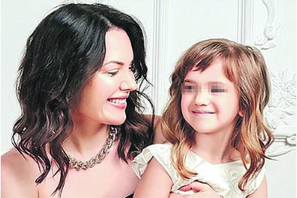 По словам окружения, Анастасия - прекрасная мать для 5-летней Анечки. Девочка очень привязана к маме. Фото: Личный архив