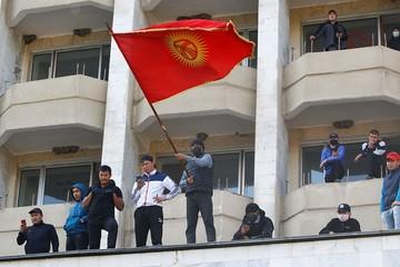 Президент в отставке, с Россией - дружба: Чем кончилась третья Киргизская революция