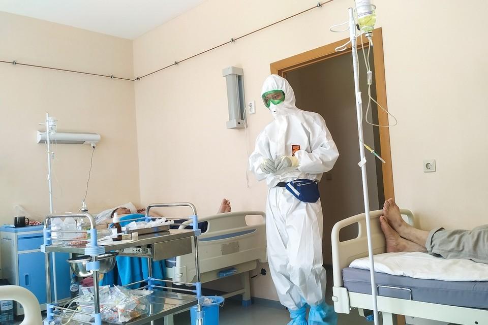 Врачи уже больше полугода работают в условиях пандемии коронавируса