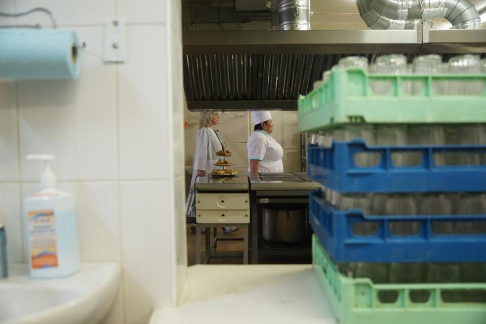 В некоторых школах нарушилась технология приготовления блюд, а посуда была в ненадлежащем состоянии.