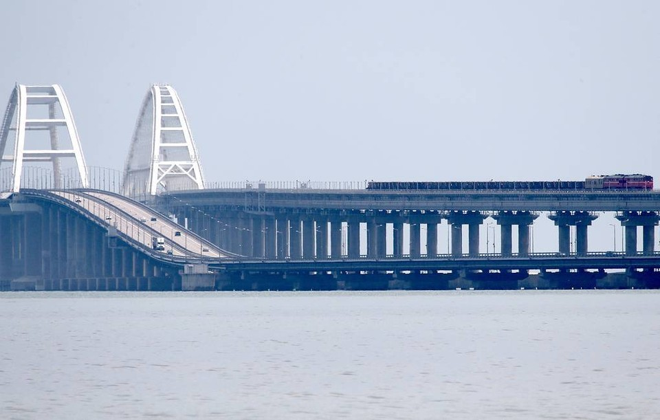 Швейцария ввела санкции против России из-за строительства Крымского моста. Фото: Сергей Мальгавко/ТАСС