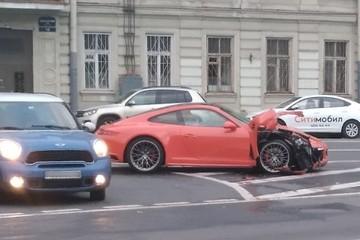 «Порше» за 8 млн рублей убился в ДТП на Ждановской набережной в Санкт-Петербурге