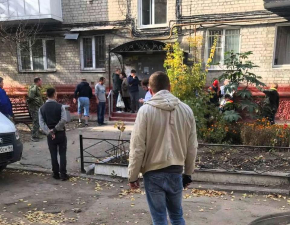 Из окна дома в Заводском районе Саратова выпали две девочки