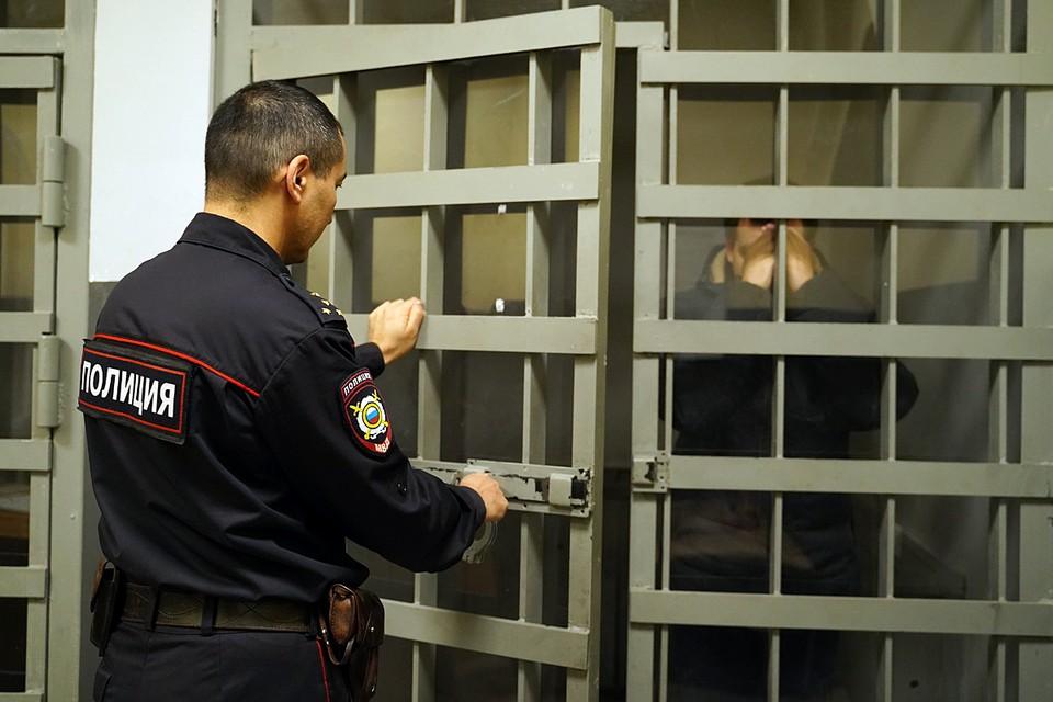 В Лобне задержаны директор центра и педагог дополнительного образования, подозреваемые в незаконном обороте оружия
