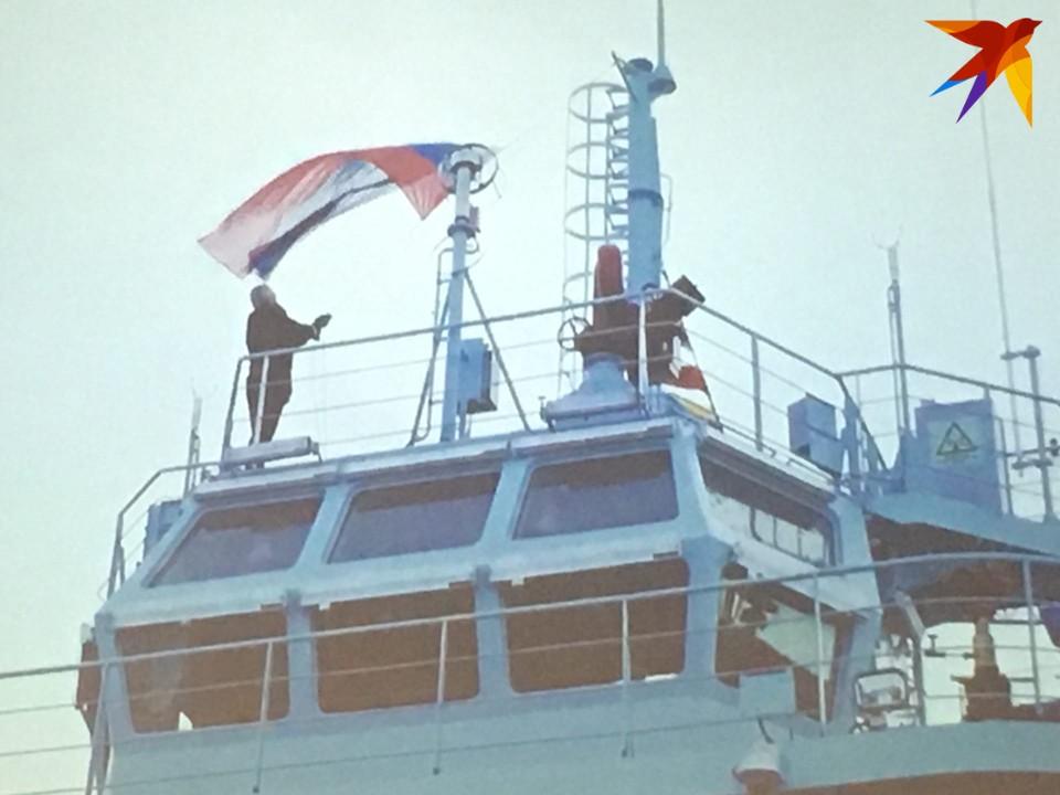 На поднятие государственного флага прибыл премьер-министр Михаил Мишустин.