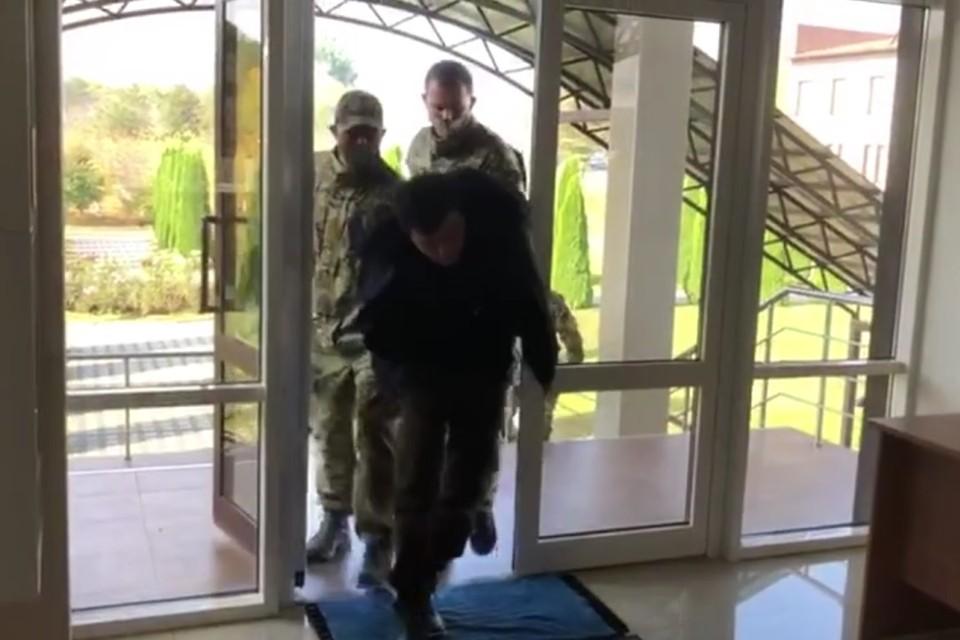 Двое боевиков из банды Басаева и Хаттаба задержаны ФСБ и Росгвардией. Фото: кадр оперативного видео
