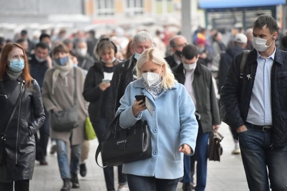 Маски на улице волгоградцев надевать пока не заставляют, но контролировать их наличие в общественных местах будут строже.