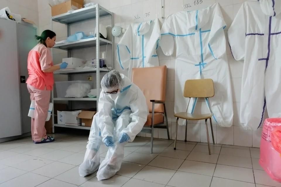Медиков из Санкт-Петербурга наградили за борьбу с коронавирусом, в том числе посмертно.