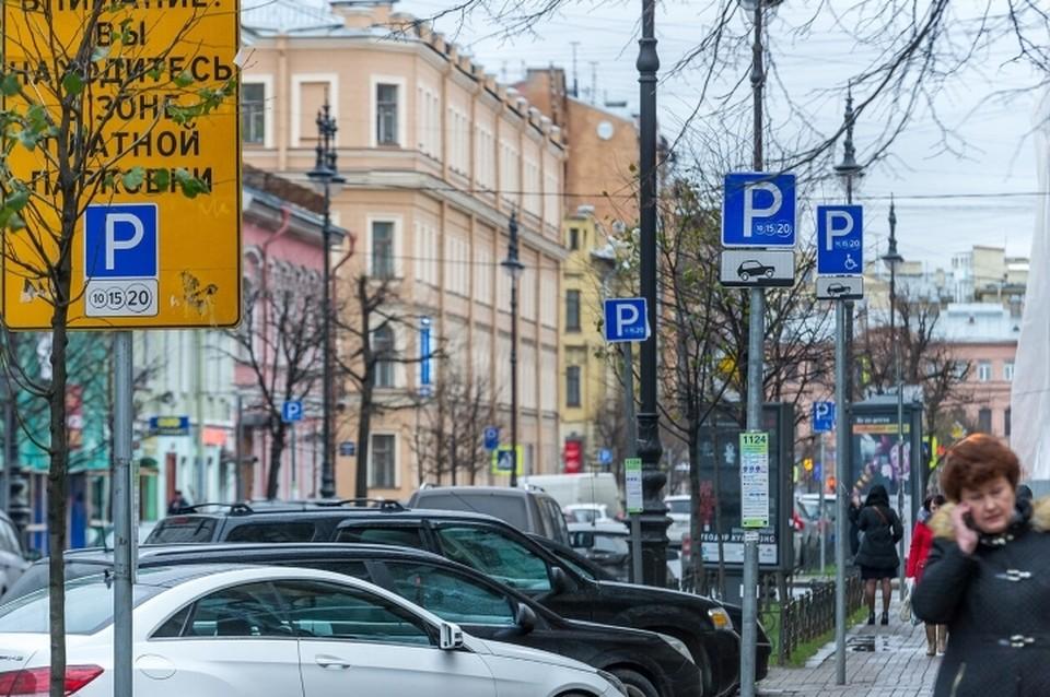 """1,5 тысячи нарушителей правил парковки зафиксировали """"Парконы"""" всего за день в Санкт-Петербурге."""