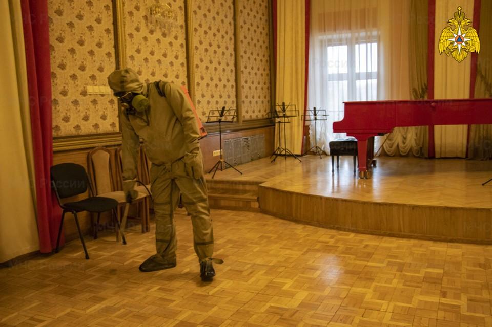 Дезинфекцию здания филармонии провели спасатели в Твери Фото: ГУ МЧС России по Тверской области