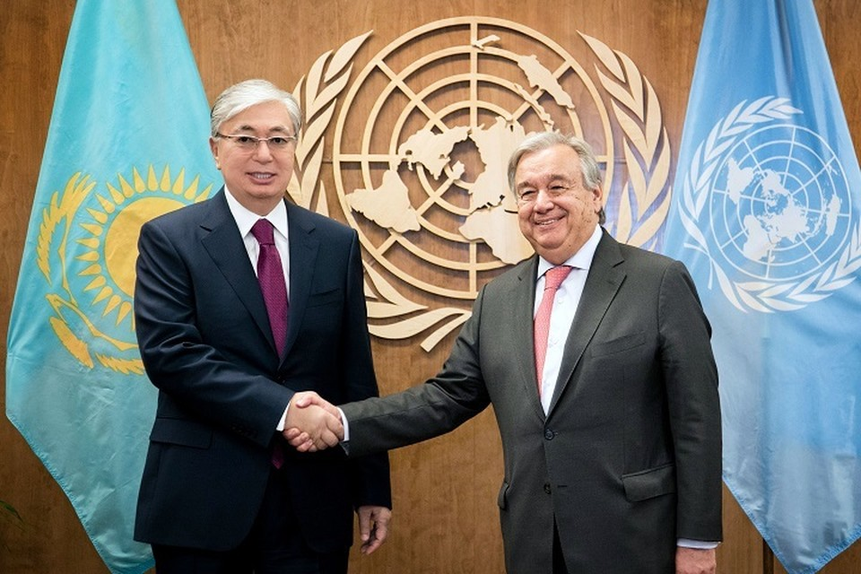 Президент Казахстана пожелал Антониу Гутерришу и всем сотрудникам ООН всяческих успехов во всех их благородных начинаниях.