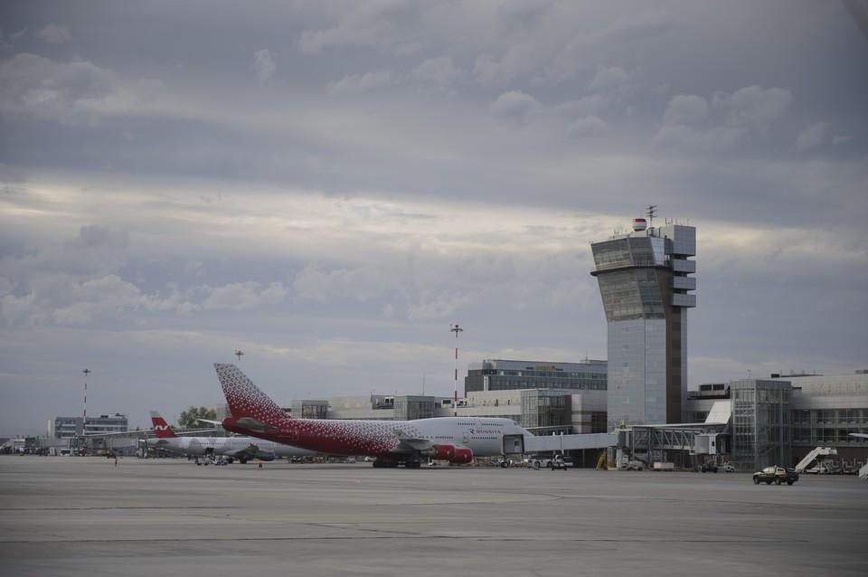 Самолет пришлось экстренно посадить: в екатеринбургском аэропорту Кольцово умер пассажир