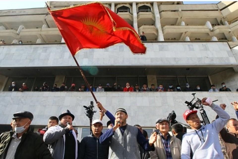 Досрочные выборы президента Киргизии назначены на 10 января 2021 года