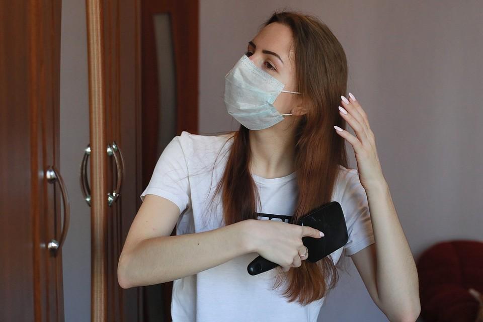 Сейчас во многих семьях есть больные, так что маски теперь нужны и в квартире.