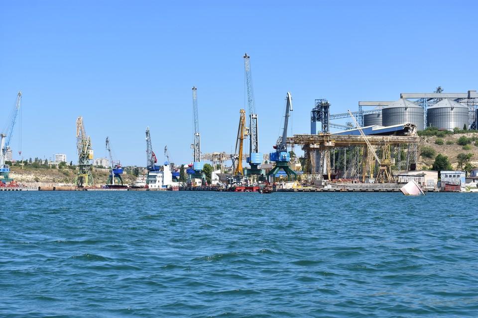 В Севастополе температура морской воды составили 20 градусов.