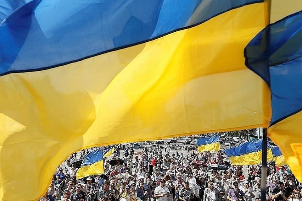 Украинцы поддержали сокращение числа депутатов и легализацию каннабиса