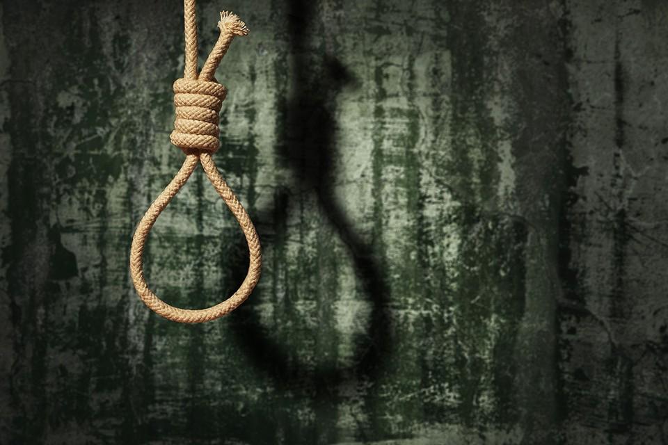 Учитывая все обстоятельства, суд первой инстанции приговорил американца к смертной казни через повешение.