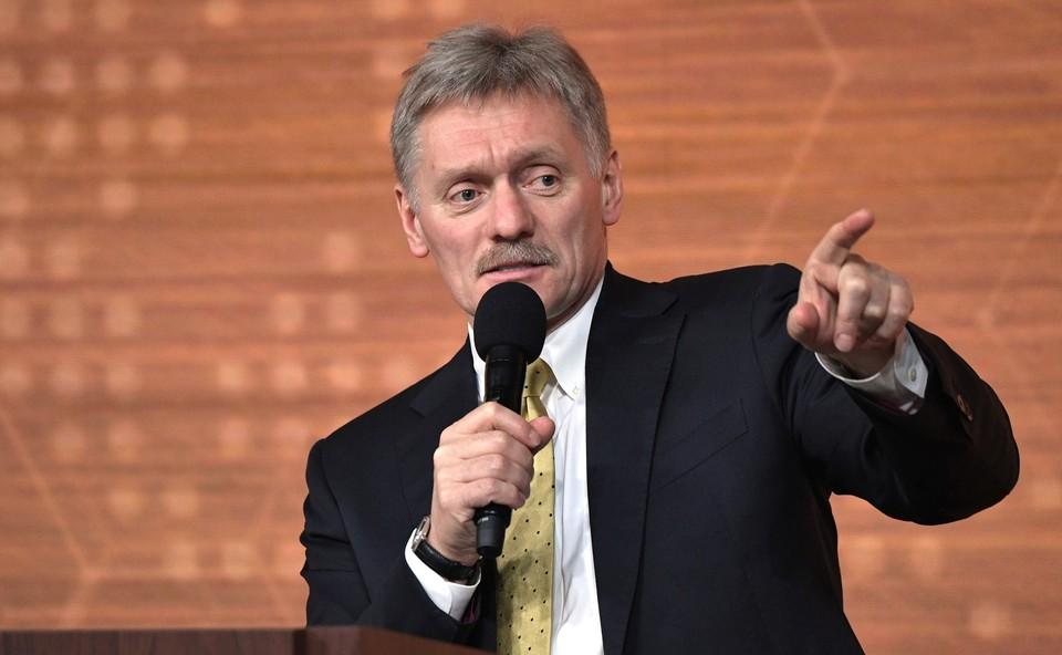 Песков заявил, что Путин получает полную информацию по коронавирусу.