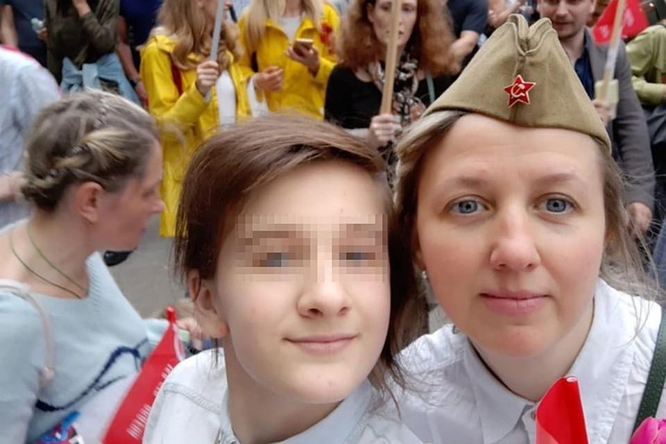 Художница Оксана Романова пытается вернуть дочь, а органы опеки - лишить ее родительских прав