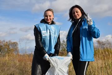 В Тульской области очистили берега Голубых озер от мусора