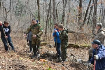 «Мы на шаг ближе к разгадке»: на месте таинственного крушения Ли-2 в 1945 году в Приморье нашли останки трех военных