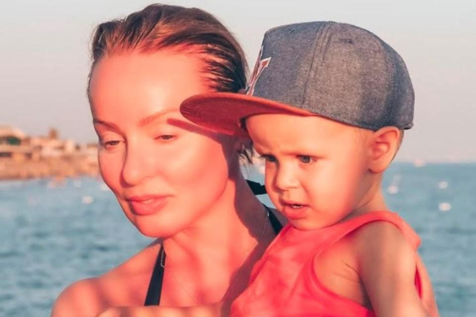 Жанна Эппле с внуком Северином. Артистку часто принимают за маму малыша.