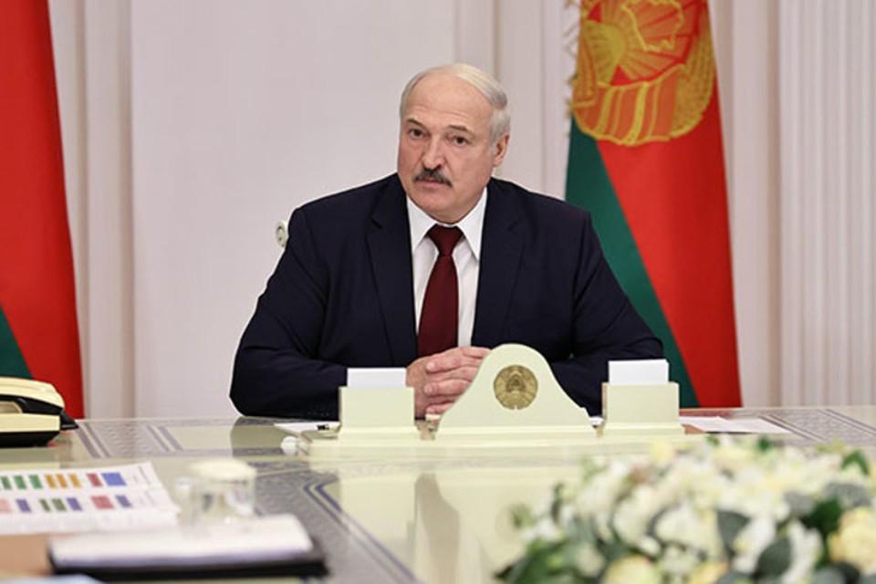 """Лукашенко заявил, что это именно он отдал приказ, чтобы силовики """"вытаскивали"""" из квартир протестующих. Фото: пресс-служба президента"""